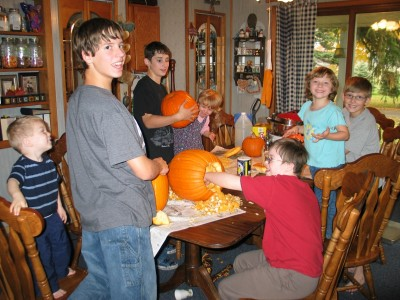 Simmons kids carving pumpkins